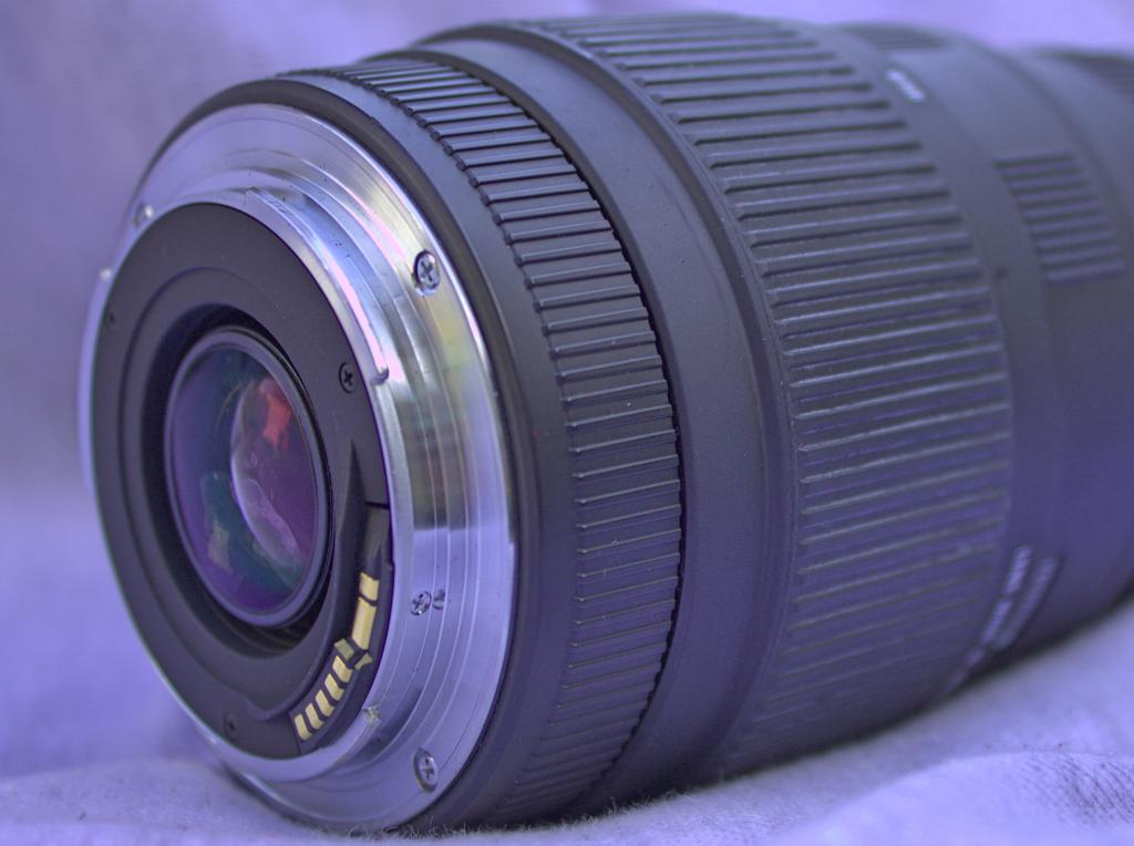 A telephoto zoom camera lens showing the electronic contacts